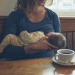 5 GOOD REASONS TO BREASTFEED IN PUBLIC